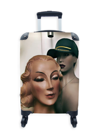 Street Art Suitcase Soldiers Wife 018