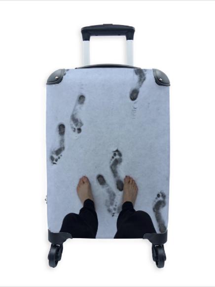 Street Art Suitcase Cold Feet 020