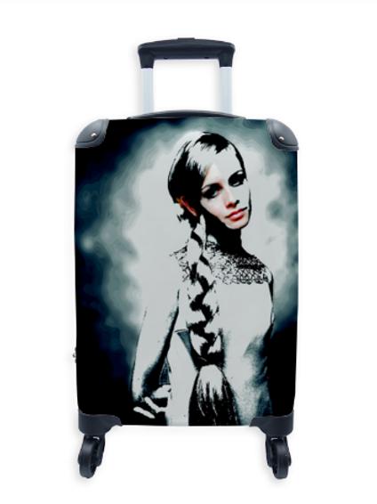 Famous Suitcase Twiggy 002