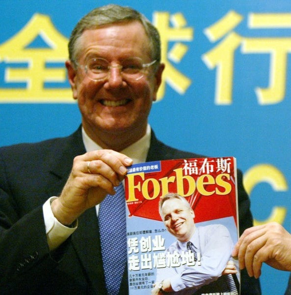 Steve Forbes with a Chinese edition of Forbes Magazine at a news briefing in Shanghai. REUTERS/Claro Cortes IV