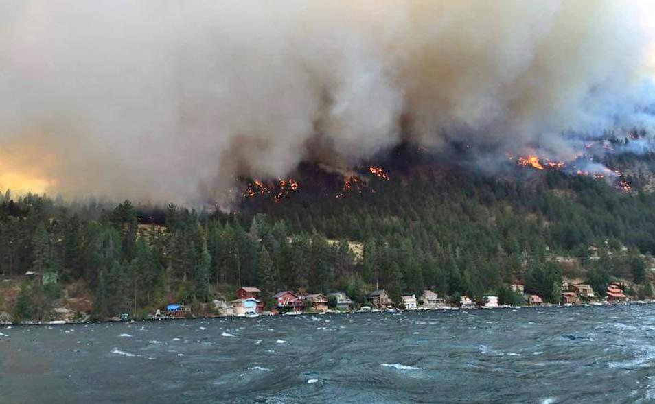 Fire threatening homes along Lake Chelan, WA