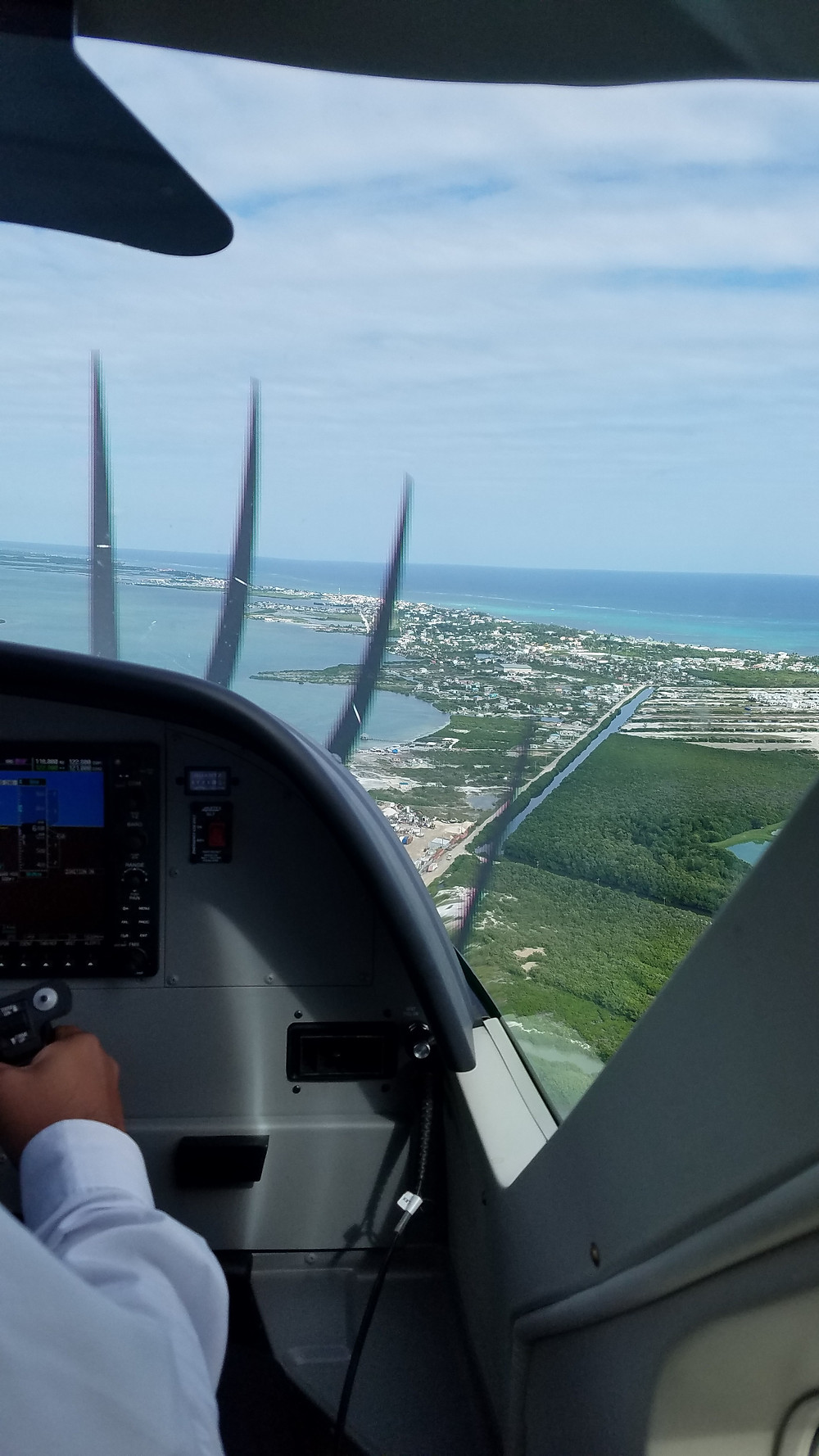 Preparing to land on Ambergris Caye, Belize (credit Gist Say'n)
