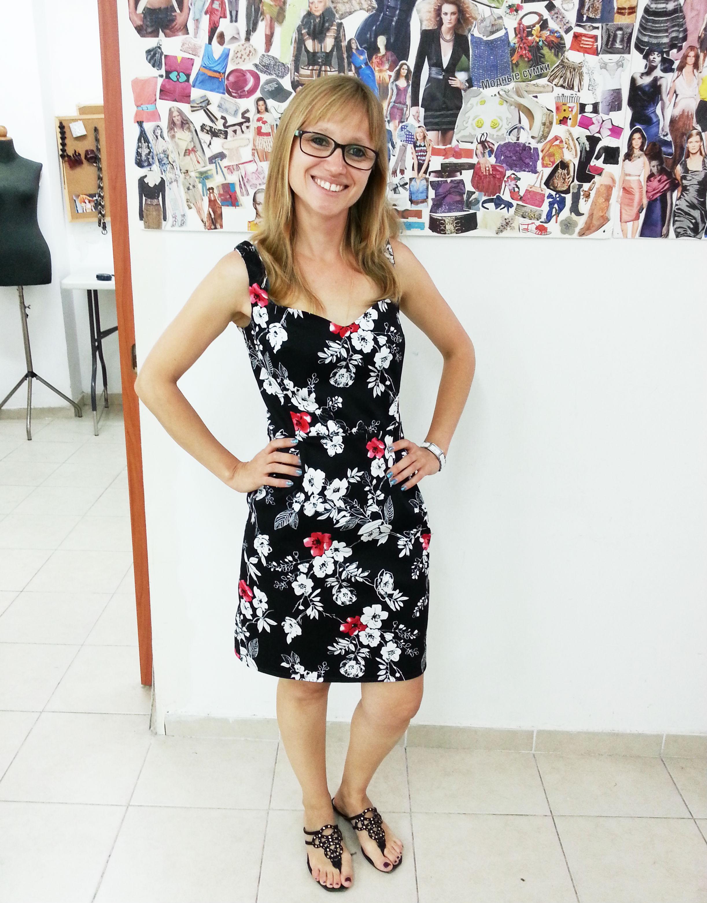 סווטה בשמלה מעשה ידיה