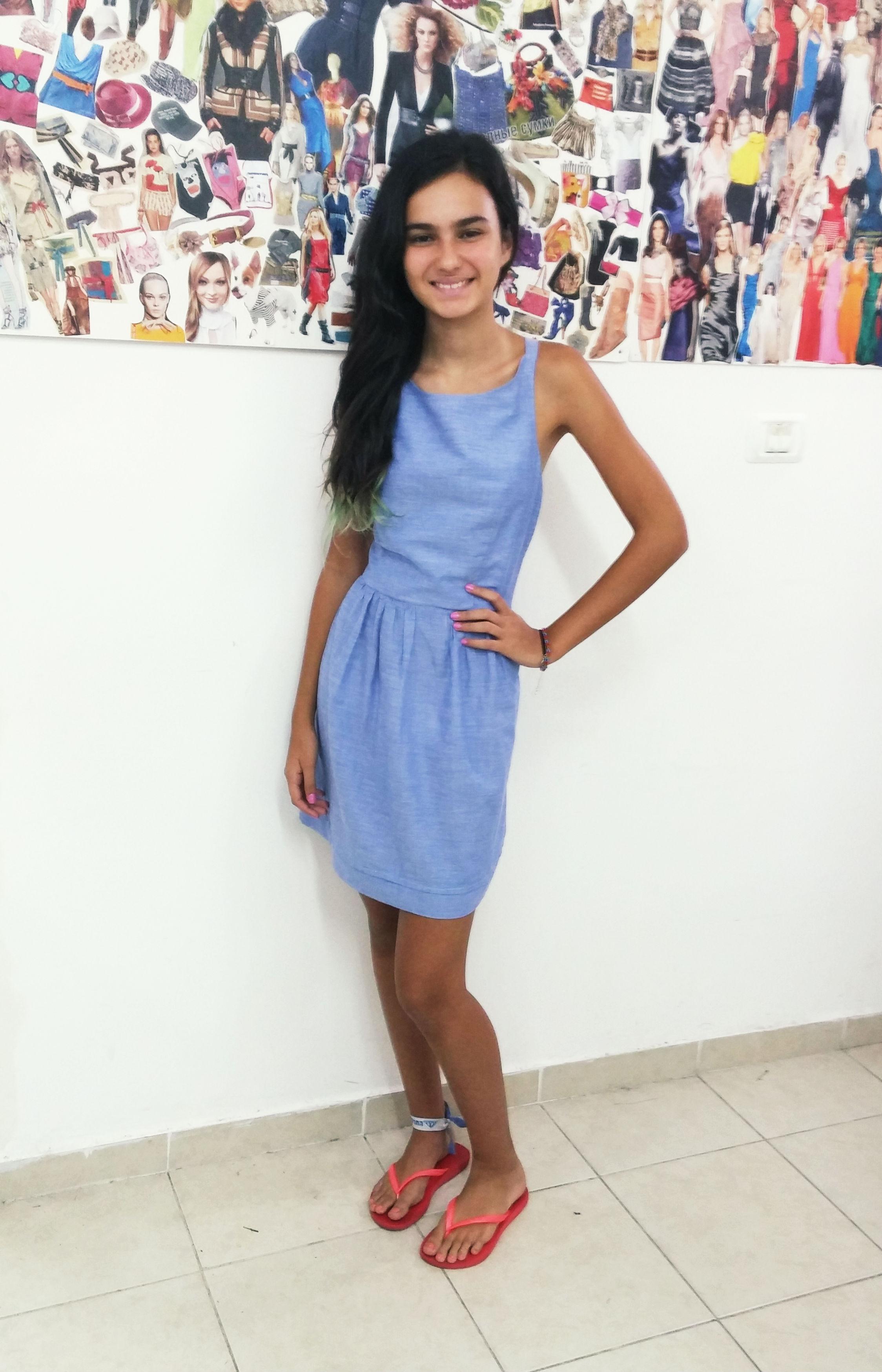 שמלה שנתפרה מגיזרה מבורדה ילדים