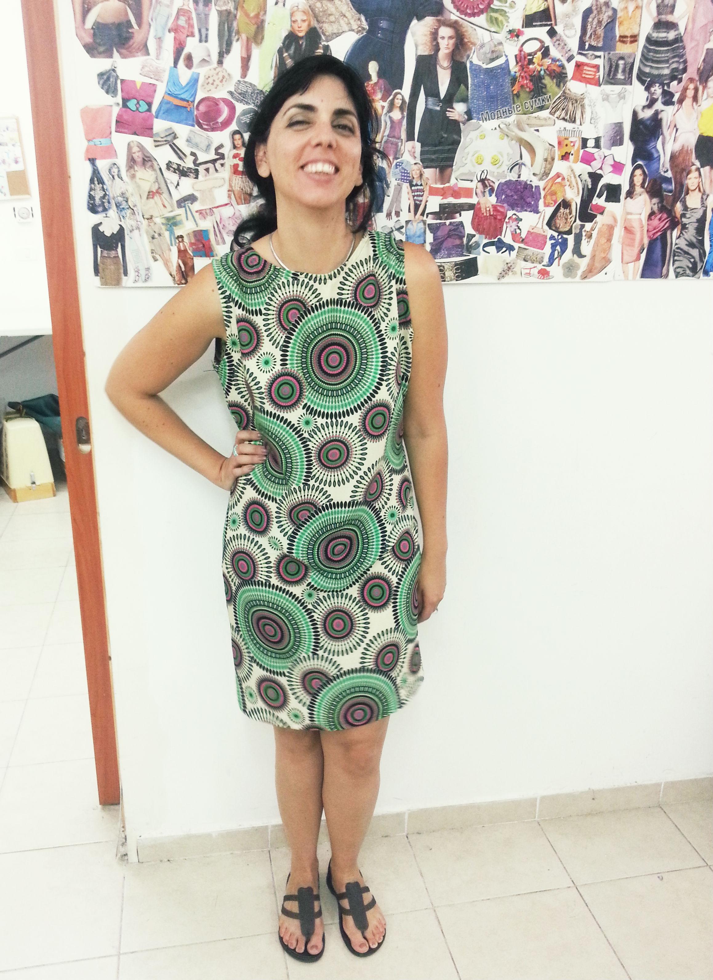 אושרית בשמלה על בסיס גיזרה מבורדה