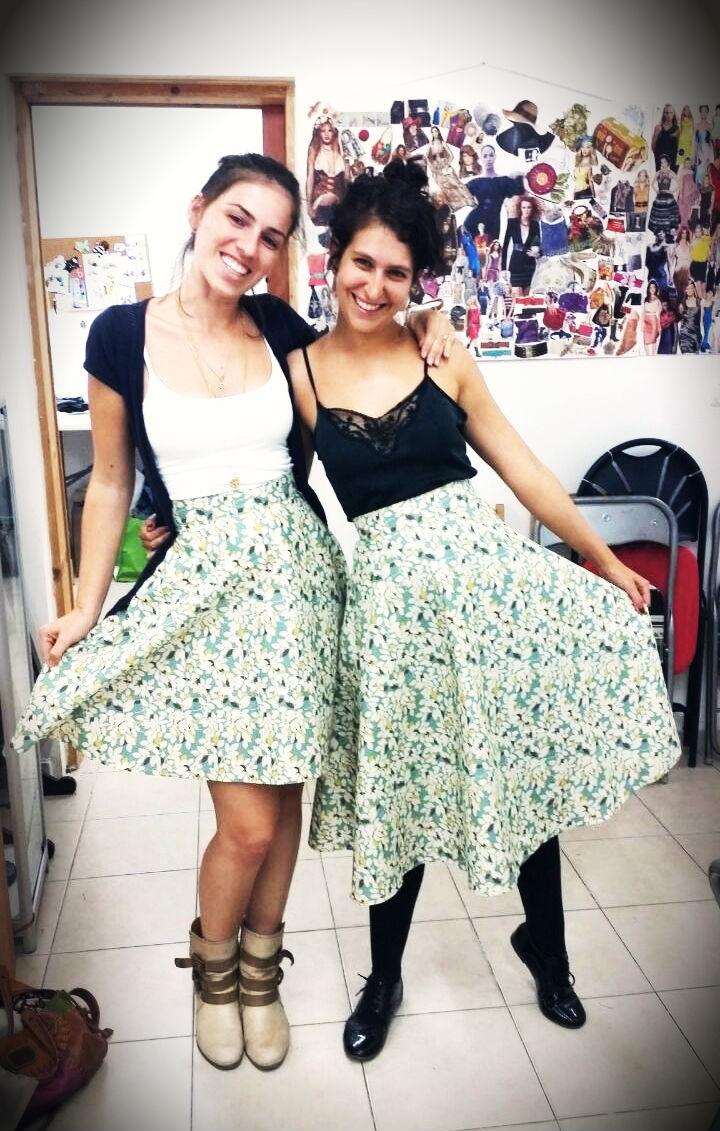 שמרית ולובה בחצאיות פעמון