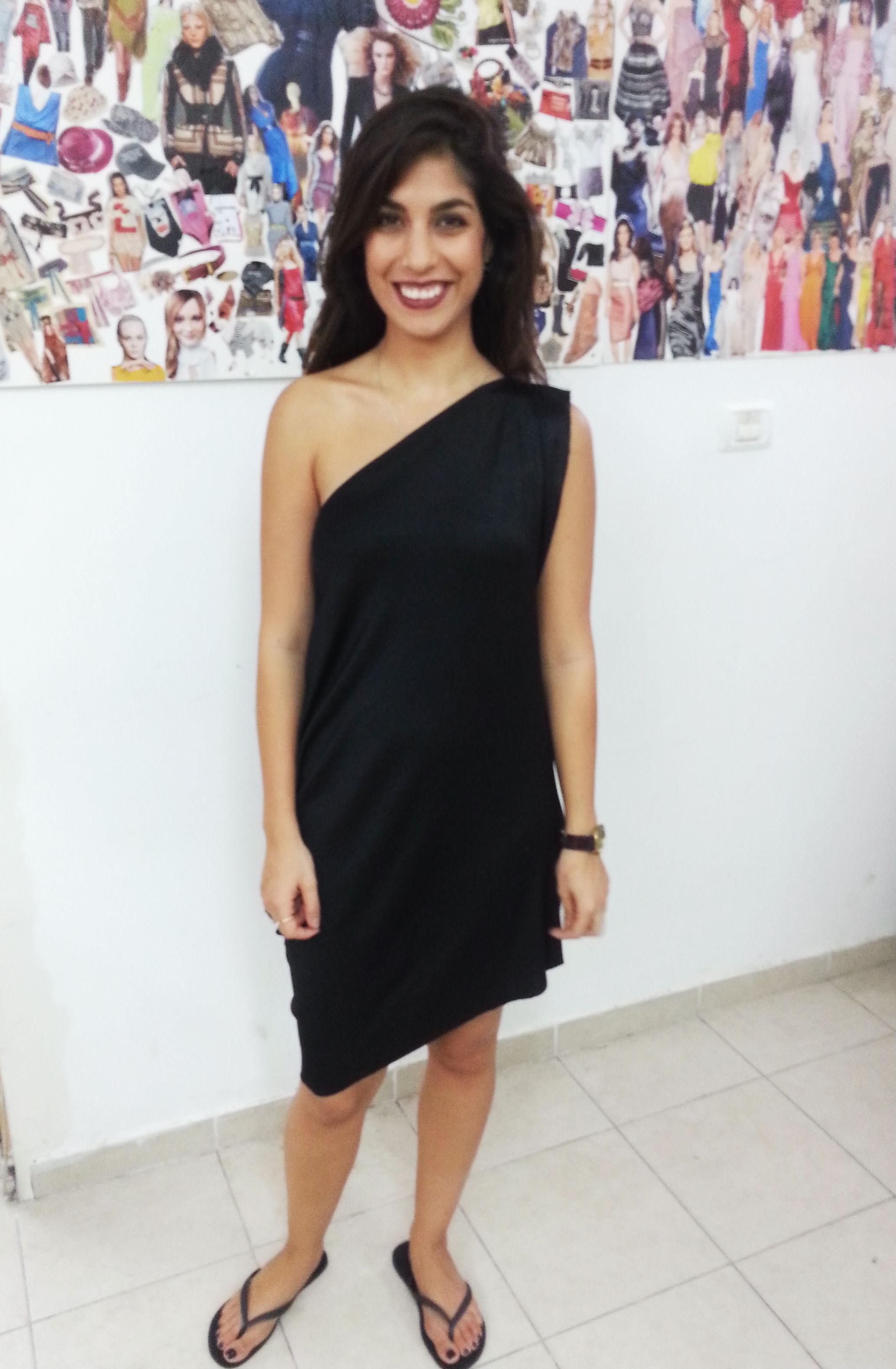 אדר בשמלה בעיצובה