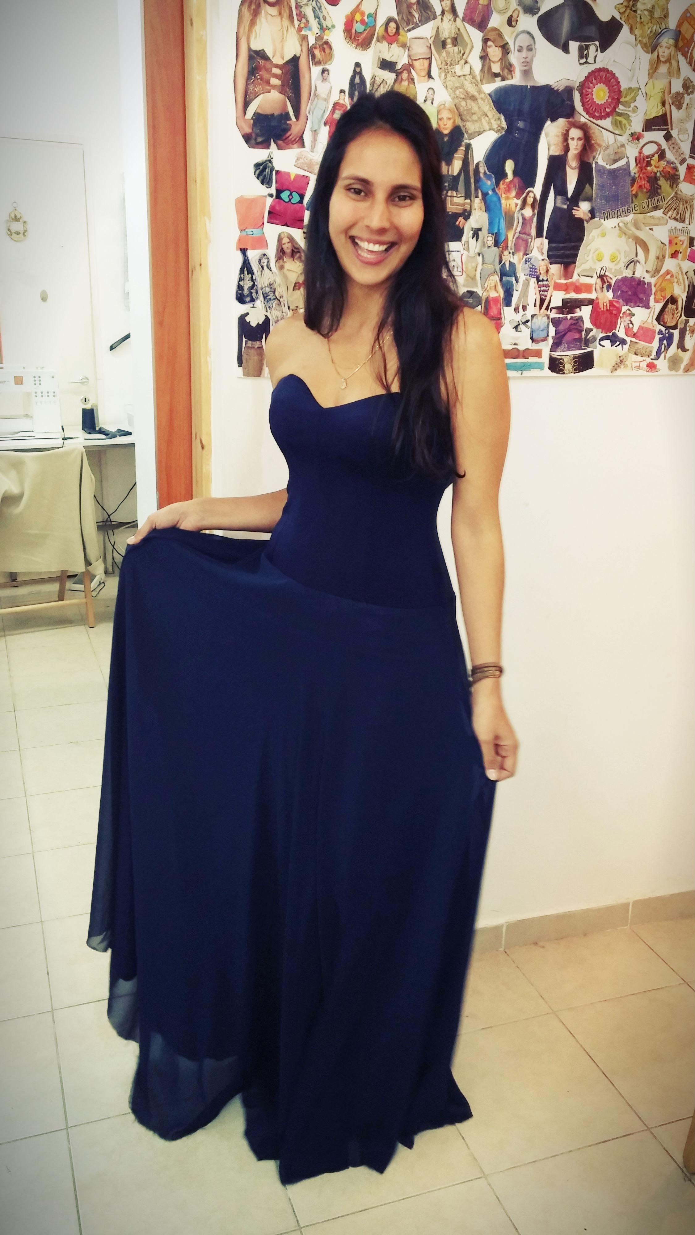 תמר בשמלה בעיצובה