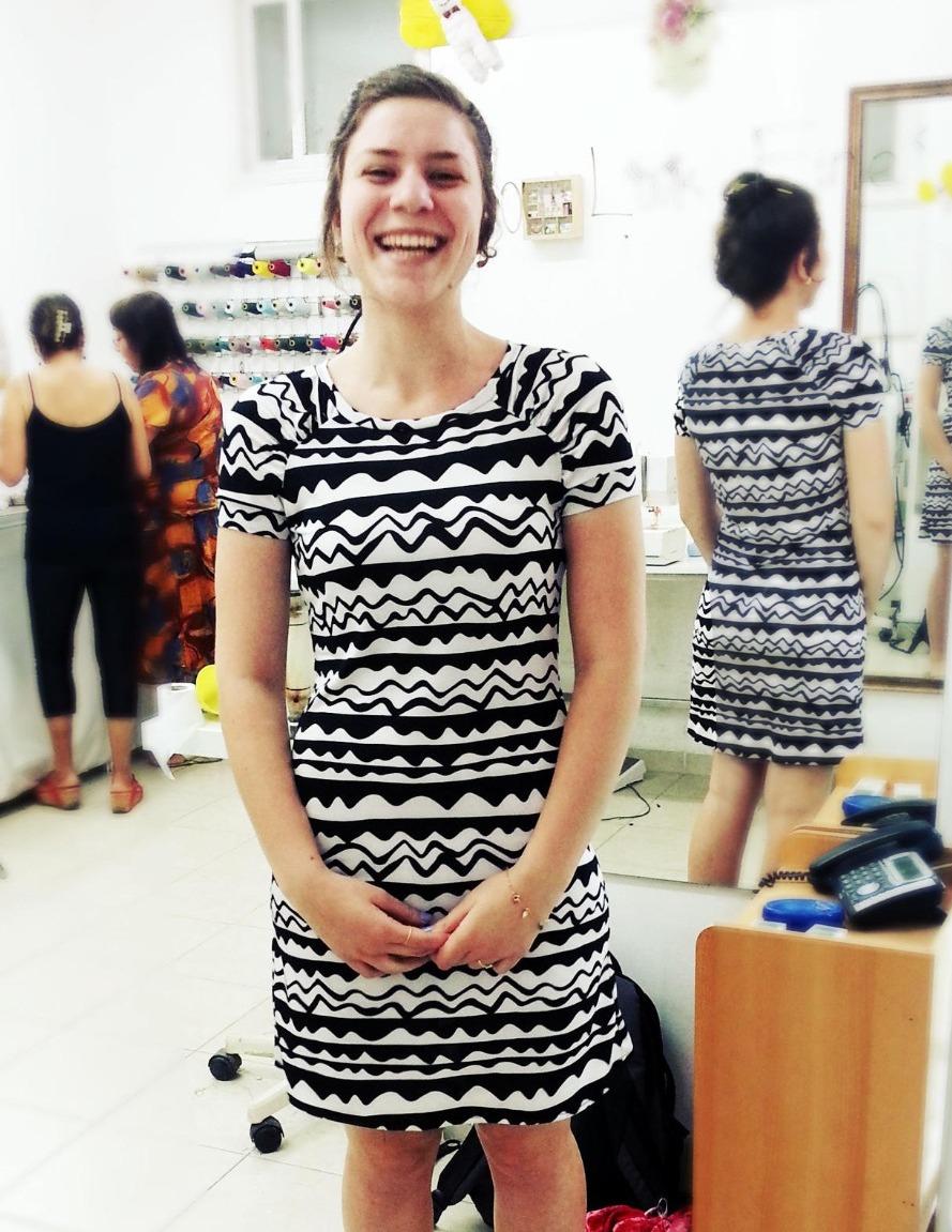 ירדן בשמלה על בסיס גזרה מבורדה