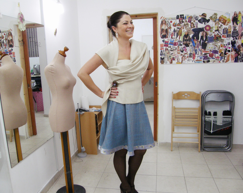 ורה במחוך וחצאית בעיצוב אישי