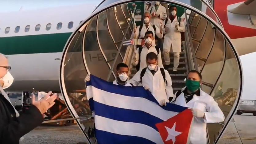 Una brigada de 52 médicos cubanos llegó el fin de semana a Milán, Italia