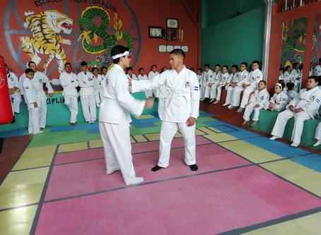 """Escuela de Kenpo Karate """"Tigre Dragón"""" promueve a 36 de sus alumnos a Cinturon Amarillo, en La Paz"""