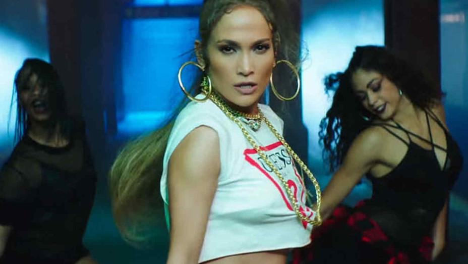 Jennifer Lopez forma la fiesta en el metro de New York en su video 'Amor, Amor, Amor' | VIDE