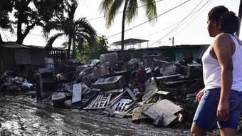 USAID envía suministros de refugio para ayudar a  hondureños afectados por los huracanes Iota y Eta