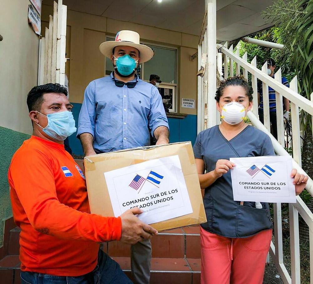 Personal del Hospital Salvador Paredes en Trujillo recibe donación de equipo de protección personal por parte de la Oficina de Cooperación de Seguridad del Comando Sur de EE.UU.