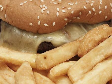 'Junk food' inflama o cérebro e aumenta o apetite