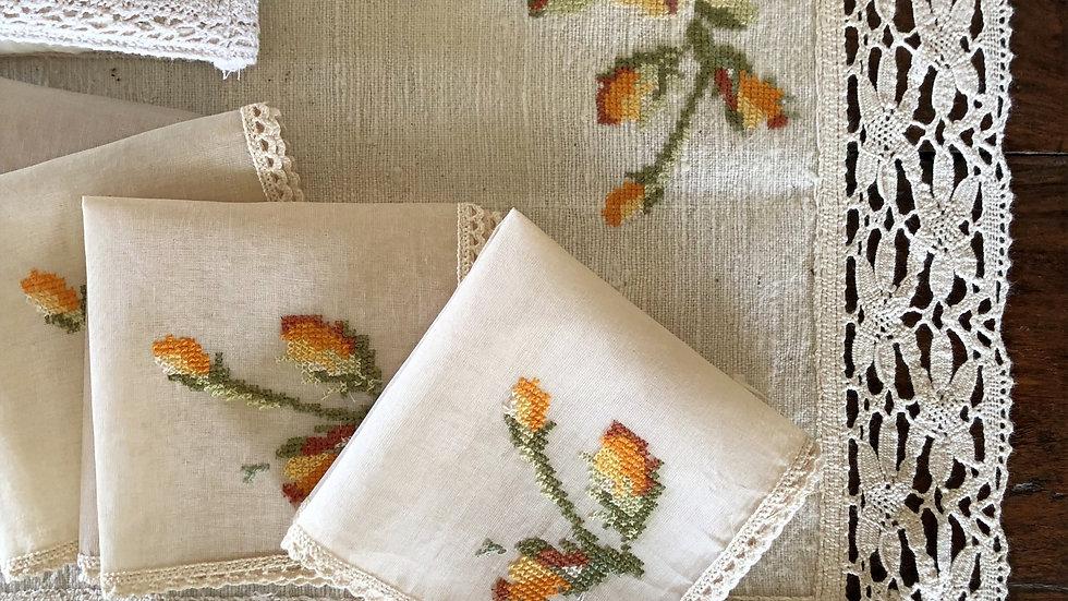 Corner roses - Orange Tea Linen