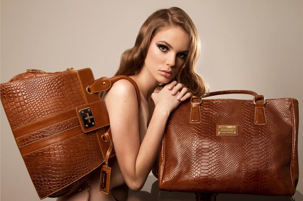 model G. OLIVEIRA photo N. CALLIGARO beauty MERCEARIA