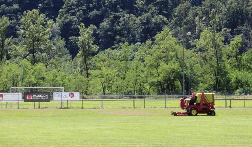 Taglio erba campo A
