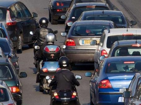 Motos et scooters n'auront plus le droit de rouler entre les files dès le 1er février 2021