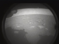 Le robot #perseverance vient de se poser sur Mars ! Voici la première image émise par le robot.