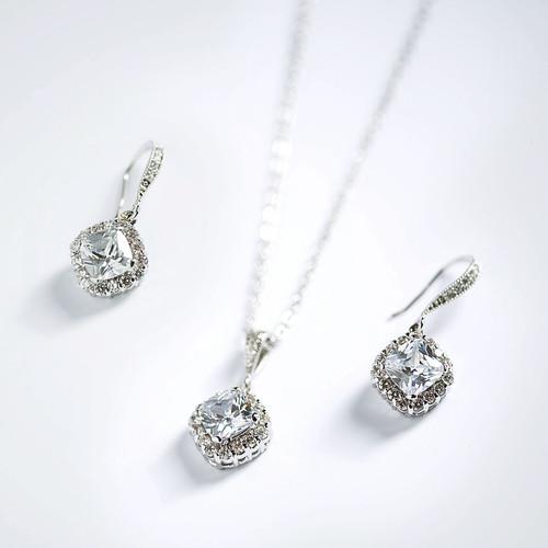Backdrop Pearl necklace Bridal necklace Swarovski Bridal jewelry