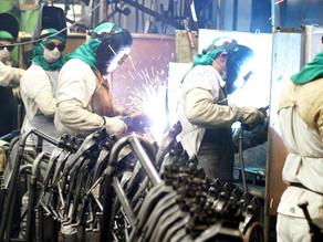 CNI recomenda desburocratização, educação e pesquisa para indústria crescer
