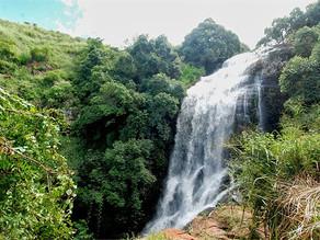 ALERTA: não ultrapassem os lugares que têm placas indicativas na Cachoeira do Pinga