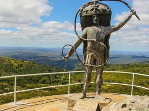 Prefeito de Triunfo inicia obra de infraestrutura turística do Pico do Papagaio com Caminhada Ecológ