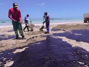 Governo de Pernambuco se reúne com prefeitos por ações contra óleo no mar