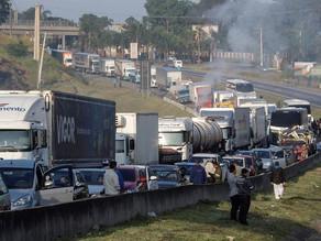 Greve dos caminhoneiros faz produção industrial do Brasil cair 10,9% em maio