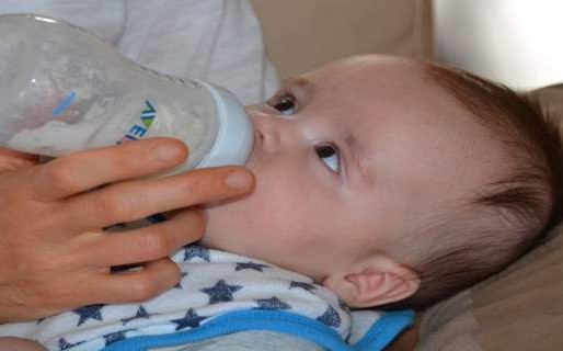 How to Choose Water for Your Baby Formula