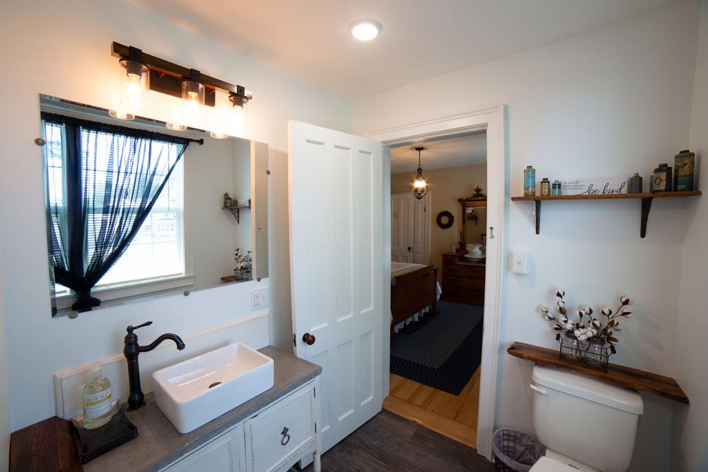 Campbell Room Bath