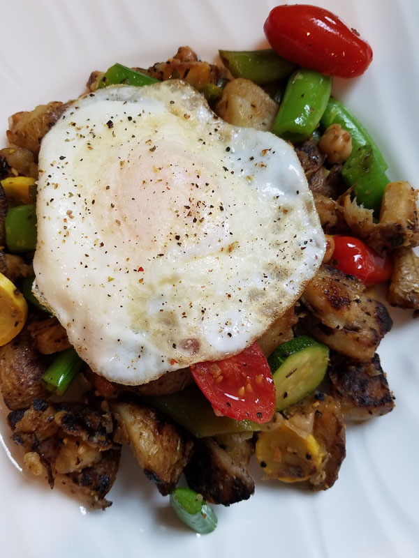 Mediterranean Potato Hash w/ Egg