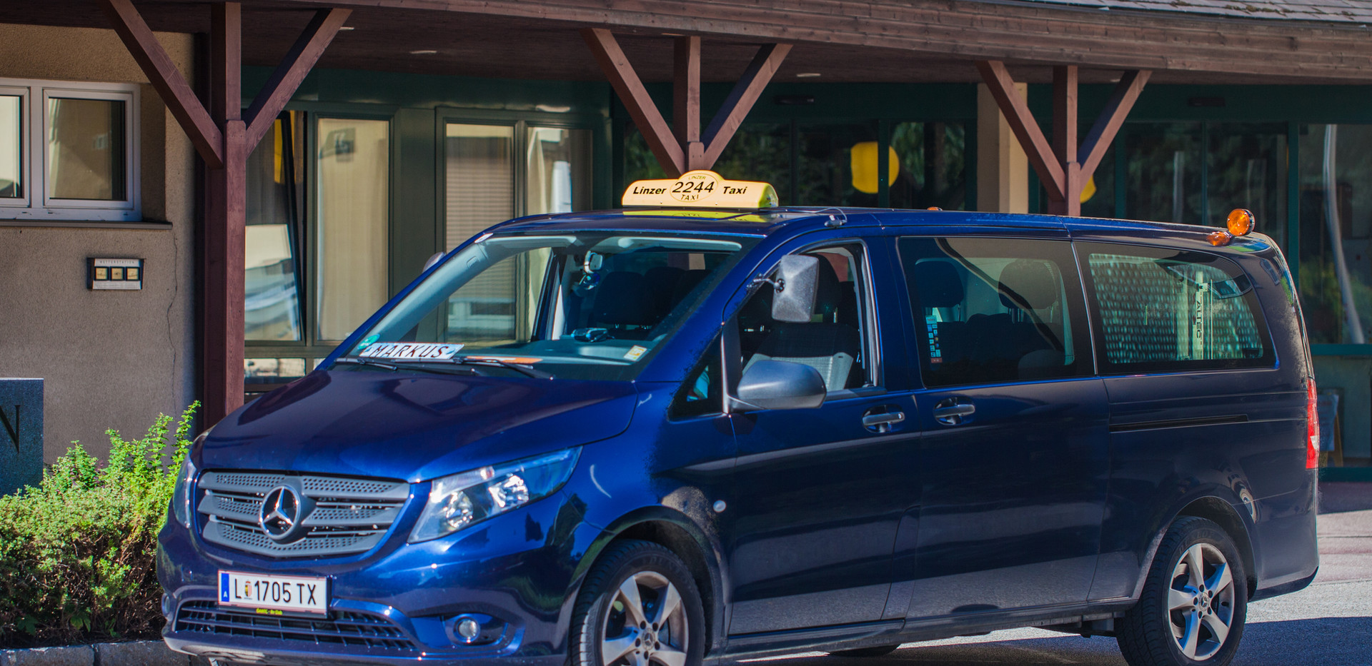 _MG_8983Taxi - PolFilter+MG8988 Taxi.jpg