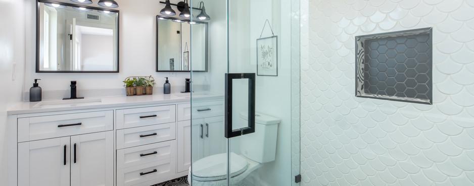 photo-of-a-bathroom-2988865 copy.jpg