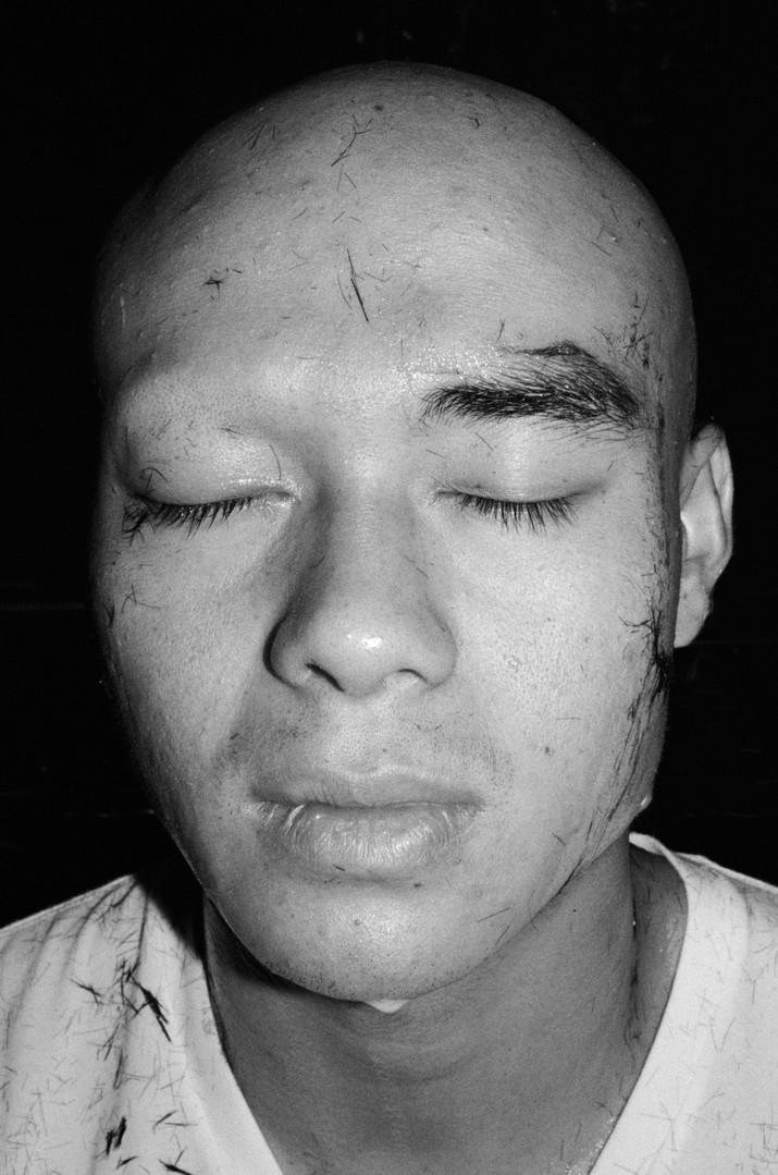 Shaving of the eyebrow