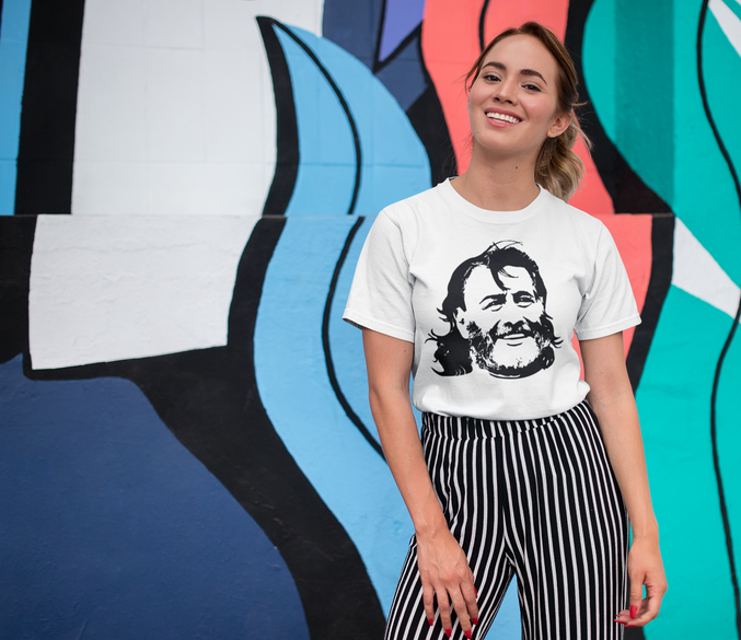 tee-mockup-of-a-smiling-girl-in-front-of