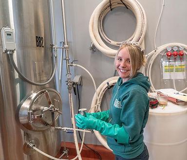adult-beer-brewing-1267347.jpg