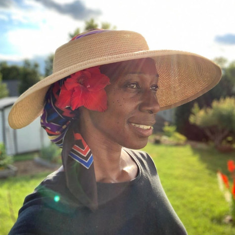 Meet Janice of @jaysgardenjournal: Spreading love, joy and color into her suburban neighborhood in South Carolina