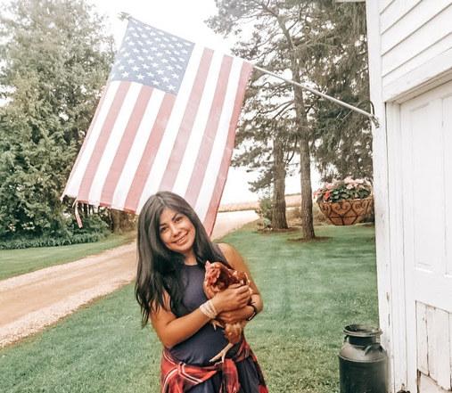 Minnesotan homesteader Jonna Lagunas of @jandlcoop: Reinterpreting success, valuing joy over salary