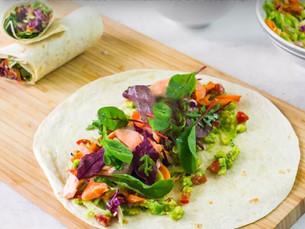 Fáciles y frescos tacos de salmón, palta y brócoli
