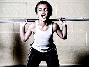 ¿Es cierto que levantar pesas estanca el crecimiento en adolescentes?