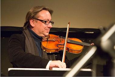 Adam taubitz violine.jpg