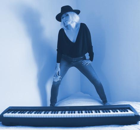 Piano Surfer