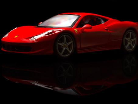 Millonario quema Ferrari para comprar otro con el seguro