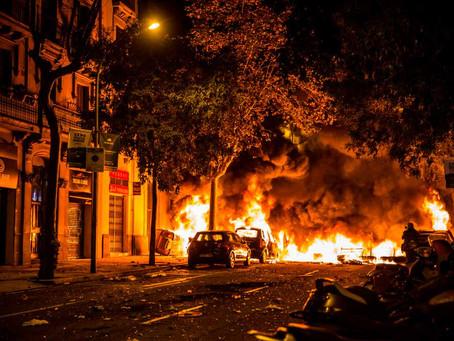¿Quién paga mi coche quemado en una protesta popular?