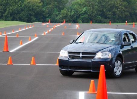 Cinco maniobras con tu coche que te pueden salvar la vida