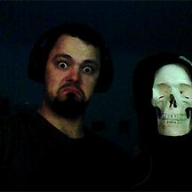 Teambilder-2020_0000s_0025_Niklas-&-Spooky-Mitarbeiter.png