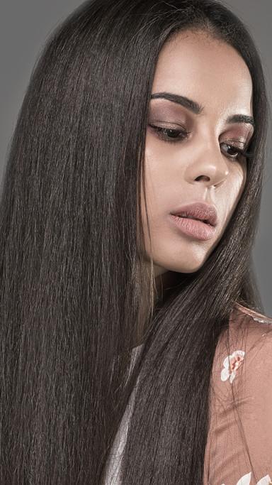 Beauty in Nude Makeup